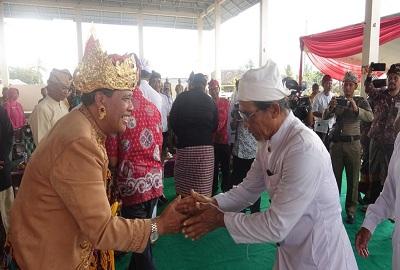 Bupati Loekman Mendapatkan Gelar Pelingsir Dharma Wisesa Dari Tokoh Adat Bali