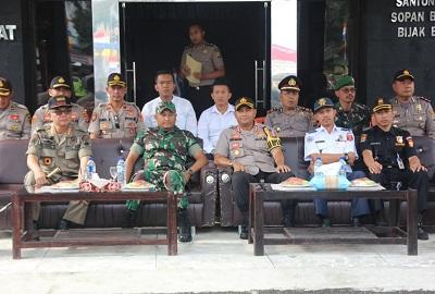 Kapolres Lambar AKBP Doni Wahyudi,S.IK. Memimpin Apel Gelar Pasukan Operasi Patuh Krakatau 2019