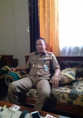 Menjelang Kedatangan Tim Penilai Piala Adipura, Dinas Koperindag & Damkar Semprot Pasar Kota Agung Kabupaten Tanggamus