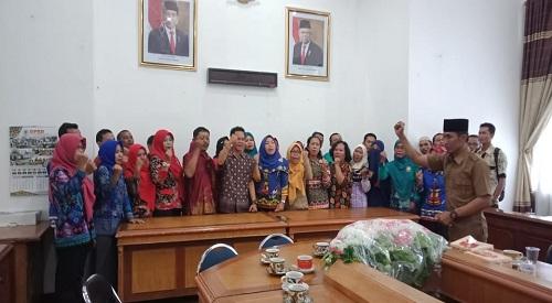 Ribuan Guru Honorer GKTKNK 30 Plus Mengadukan Nasib Ke DPRD Lamteng