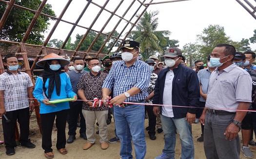 Bupati Lamteng Hi.Musa Ahmad.S.Sos Di Dampingi Wakil Bupati Dr.Hi.Ardito Wijaya, Resmi Membuka Pasar Kuliner Karang Endah ( PAKARE)