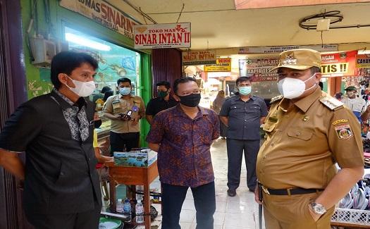 Bupati Lamteng Hi. Musa Ahmad.S.sos. Menanggapi Keluhan Para Perdagang Di Pasar Plaza Bandar Jaya