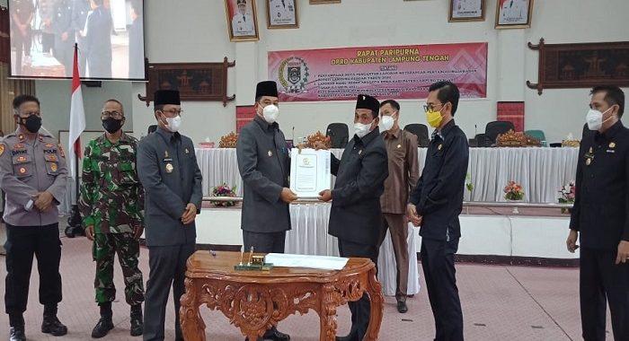 Dewan Perwakilan Rakyat Daerah (DPRD) Kabupaten Lampung Tengah Menggelar Rapat Paripurna Dengan 3 Agenda