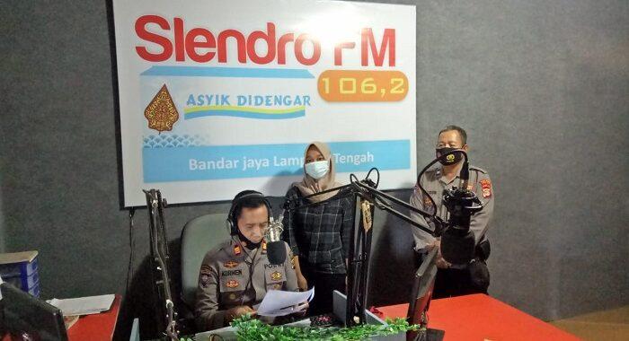 Kasat Binmas Bersama Personilnya Talk Show Di Radio Rapemda 92,8 Radio Denbang 99,5 FM, Radio Slendro 106, 2 FM, Dalam Rangka PPKM Mikro Di Masa Pendemi Covid-19.
