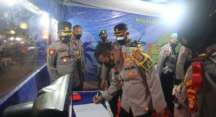 Usai Berbuka Puasa Kapolres AKBP.Popon Ardianto Sunggoro,S.Ik.  Bersama Pejabat Utama Polres Lamteng Memantau Dan Monitoring Pos-Pos Yang Didirikan Dalam Pelaksanaan Ops Ketupat Krakatau 2021