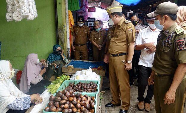 Bupati Lampung Tengah Musa Ahmad Mengunjungi Dan Menyapa Warga Serta Pedagang Di Pasar Seputih Banyak