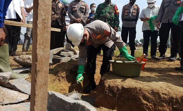 Kapolres Lampung Tengah Meletakan Batu Pertama Pembangunan Polsubsektor Bandar Mataram Polsek Seputih Mataram