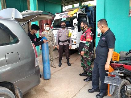 Dalam Pengaman Dan Penditribusian Oksigen Polres Lampung Tengah Menurunkan Personilnya 3 Personil Dibantu Kodim 0411 / LT