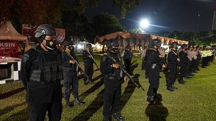 Polres Lampung Tengah melaksanakan Patroli Skala Besar Bersama TNI,Bromob, Dan Intansi Terkait Sekaligus Bhakti Sosial Di Wilayah Lamteng
