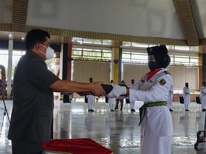 Bupati Lampung Tengah Musa Ahmad Mengukuhkan 32 Siswa/i Pasukan Pengibar Bendera Duplikat Pusaka ( PASKIBRAKA 2021 )