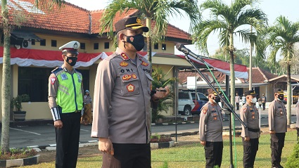 Kapolres Lampung Tengah Pimpin Apel Pagi, Ingatkan Personel Tingkatkan Kinerja Dan Jaga Kekompakan.