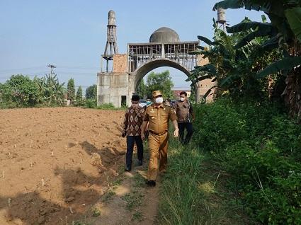 Bupati Melihat Kondisi Bangunan Islamic Center